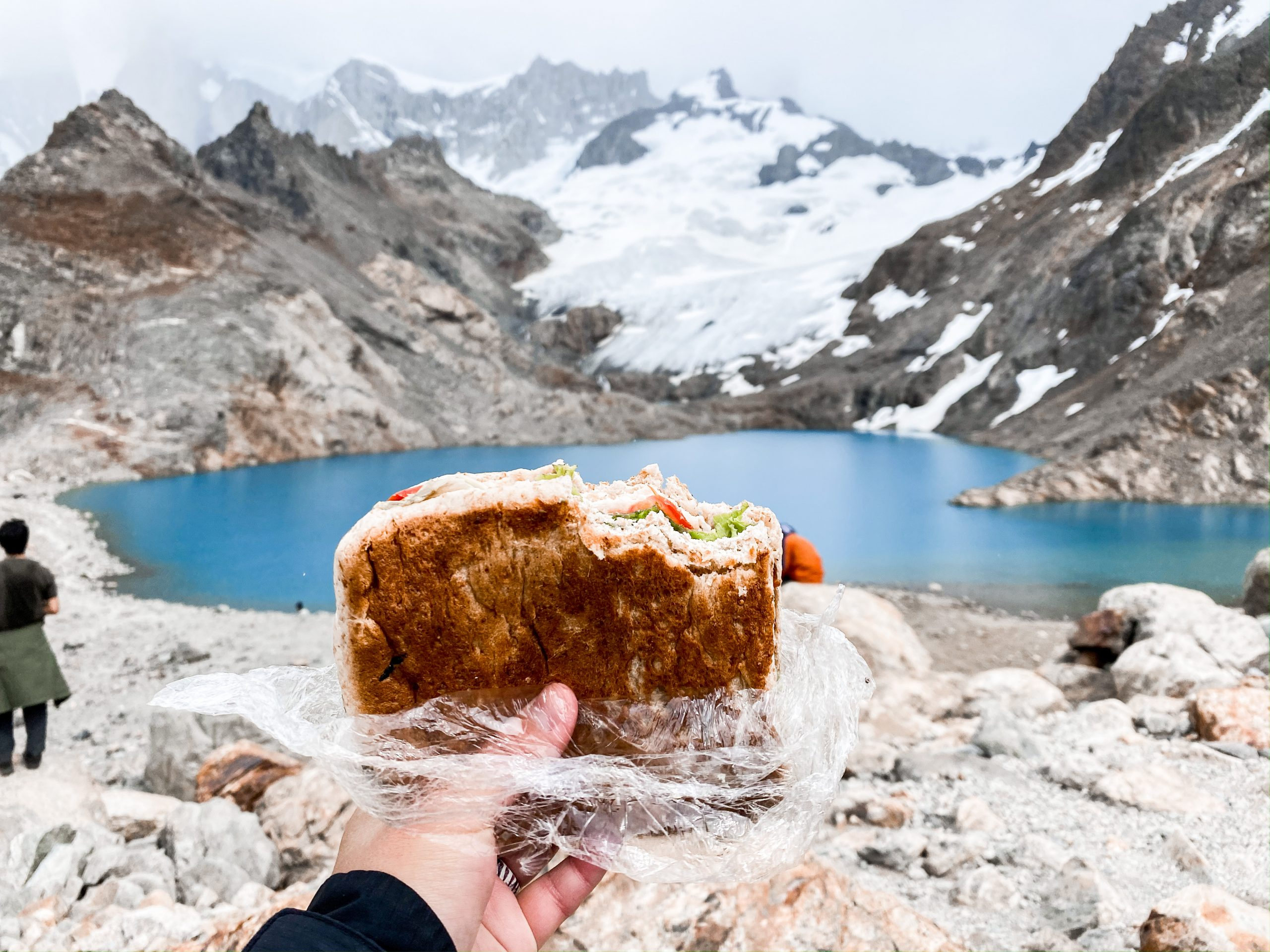 Sandwich at Laguna de los Tres